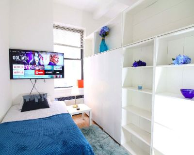 3 fully furnished rooms AVAIL w/ gym!