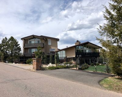 Mountain home with hot tub, court, & city views! - Golden