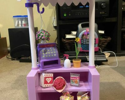 Flower stand for 18 dolls
