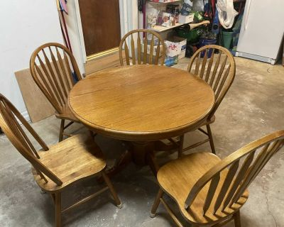 Table with 5 chairs and leaf
