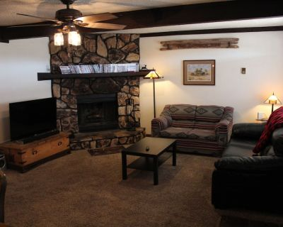 Close to Midtown! AC! HUGE living area with full size table. - Ruidoso