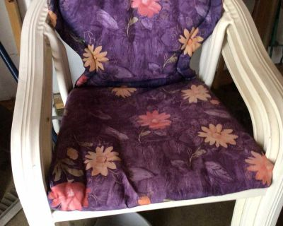 4 Patio chairs with cushions