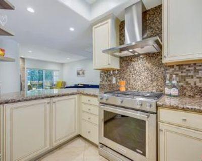 15206 Burbank Blvd #114, Los Angeles, CA 91411 2 Bedroom Condo