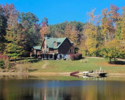 Underwood Home w/40 Acres, Fire Pit & Private Lake - Henryville