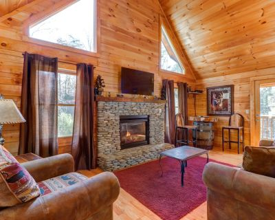 Dog-friendly cabin w/ hot tub, pool table & decks - close to town! - Pigeon Forge