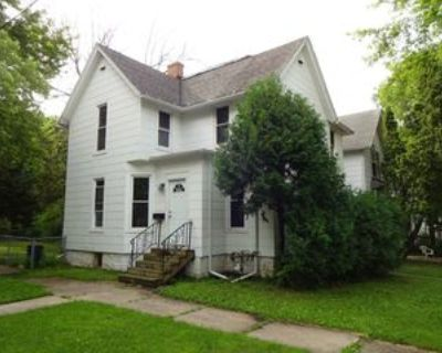820 Ashland Ave #1, Rockford, IL 61103 2 Bedroom Apartment