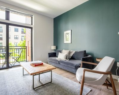 Sleek Somerville 1BR w/ Gym, Doorman, nr. Assembly Row, by Blueground - Assembly Square