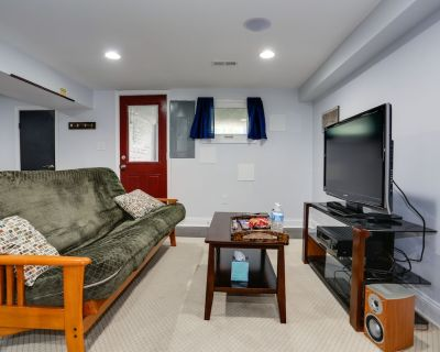 Modern Suite in Petworth, Washington, DC *FREE off-street parking* - Petworth