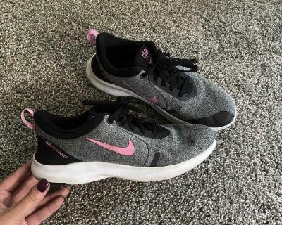 Women s Nike shoes size 8.5