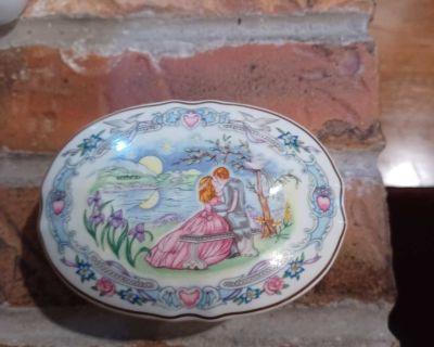 Valentine Serenades, Fine Porcelain Music Box.