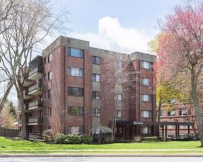 Hammond Pond Pkwy #104, Newton, MA 02467 2 Bedroom Apartment
