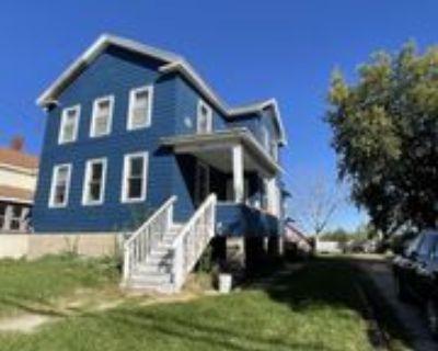 326 W 6th Ave, Oshkosh, WI 54902 3 Bedroom Apartment