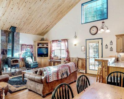 Dog-friendly cabin w/wood stove, hot tub & riverside firepit - South Fork