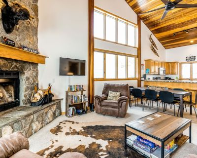 Ski-In/Ski-Out Townhome Steps from Bear Back Lift w/Free WiFi and Wood Fireplace - Big Horn