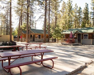 Sunset Cottage Couple's Lakeside Resort Cabin / Walk To Village/Marina - Big Bear Lake