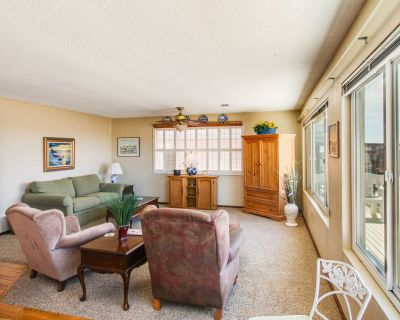 Ocean views with private deck and patio, steps from the beach! - Cayucos