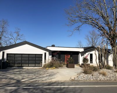 Stunning view contemporary with deck! Walk/bike to world class trails. - River Mountain