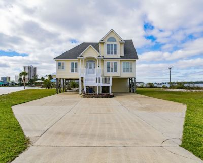Dolphin Beach Home, Waterfront, Boat Dock & Lift, Sleeps 16! - Gulf Shores