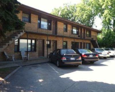 811 Greenbrier Rd #6, Dekalb, IL 60115 2 Bedroom Apartment