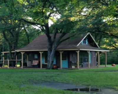 Family/Pet Friendly Country Cabin Firepit Minutes To DFW & Texas Motor Speedway - Roanoke