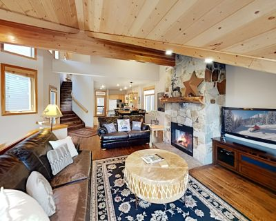 Slopeside Luxury | New Interior, Private Hot Tub | Walk 5 Minutes to Payday! - Downtown Park City