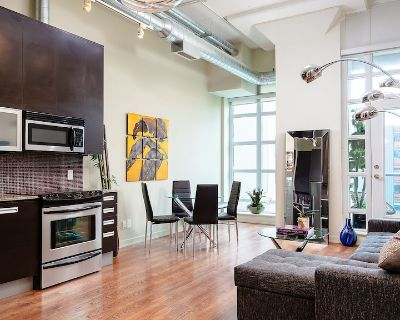 Bright Loft one Bedroom With Den, Steps to Subway, Casa Loma and Yorkwille - South Hill