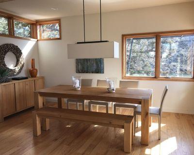 Modern Lake House Retreat - Graham