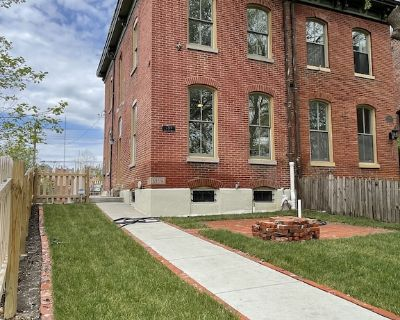 Newly Renovated Luxurious Soulard 2nd Floor Townhome Overlooking AB Brewery! - Soulard