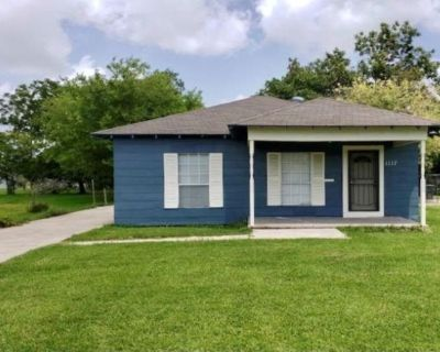 4 bedroom 1 bath single family home for rent