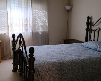 Private room with own bathroom - Tracy , CA 95376