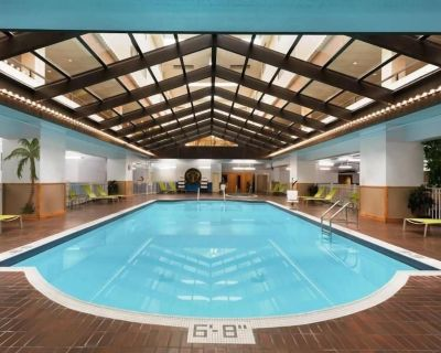 Adventure Awaits! Unit in Red Lion Hotel Paper Valley! Pool, Shuttle, Gym! - Appleton
