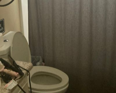 Private room with shared bathroom - Temecula , CA 92591