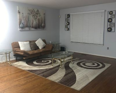 Nice Clean Townhome in the Middle of Everything Mall, Airport, DC, Baltimore ect - Odenton