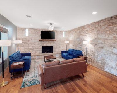 Modern Single-Level Home Near Downtown W/ Free WiFi - Dogs Welcome! - Fredericksburg