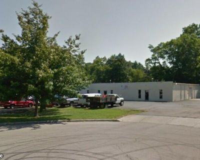 Flex space with nice offices and warehouse area