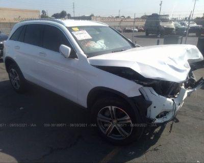 Salvage White 2016 Mercedes-benz Glc