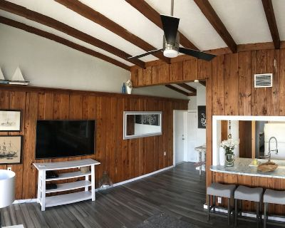 Beautiful Island Cottage (Boat Slips Available) - Fort Myers Beach