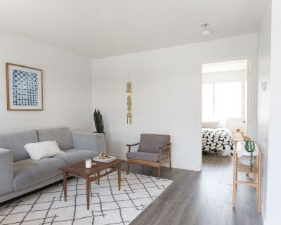 Beautiful Boyle Heights Apartment! Available for immediate move in!