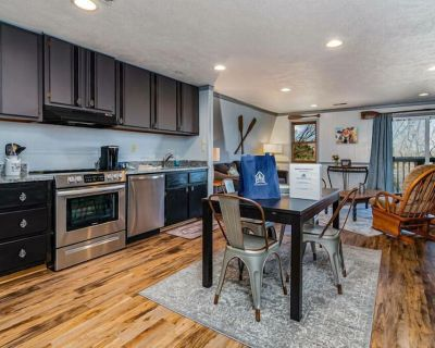 Direct Lakefront-The Sm'Oars King Suite on Table Rock Lake-just steps to the shore - Big Cedars