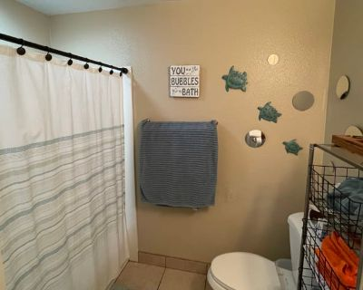 Private room with shared bathroom - Manteca , CA 95336