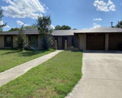 407 Crownhill, Pleasanton, TX 78064 3 Bedroom House