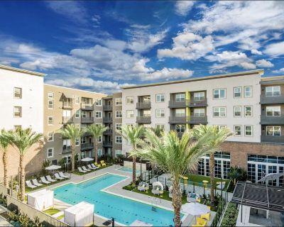 $964/Private Room Luxury Apartment in Santa Ana