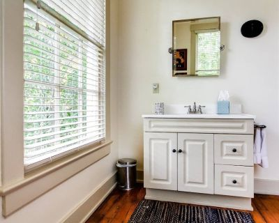 Historic Cottage With Modern Amenities - Glenview