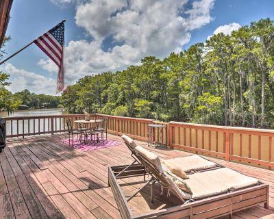 Waterfront Karnack Home w/ Deck & Boathouse! - Jefferson