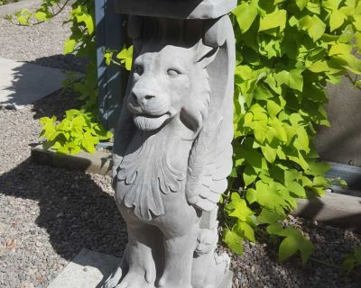 Winged lion plant stand / statue in solid concrete