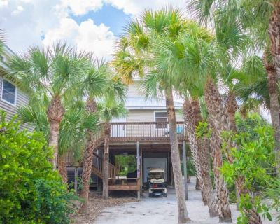 Coral Cottage A Cottage Secluded in Palms with a Jacuzzi 2 minute walk 2 Beach - North Captiva