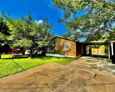 3322 Huron Trl, Lake Worth, TX 76135