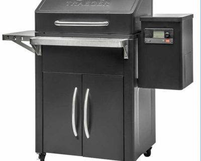 Brand New- Traeger Silverton 620 smoker grill with WiFIRE - still in box
