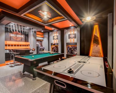 9BD (sleeps 24) dream home with pool & Harley Davidson game room!! - Four Corners