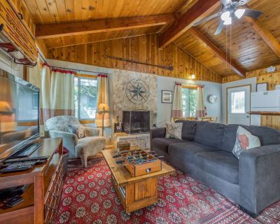 Adorable, dog-friendly mountain home w/ a yard in a great location - Big Bear Lake